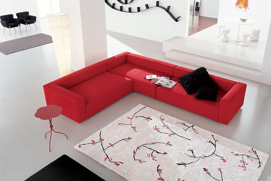 Divano Rosso Parete Grigia: Come arredare il tuo salotto ...
