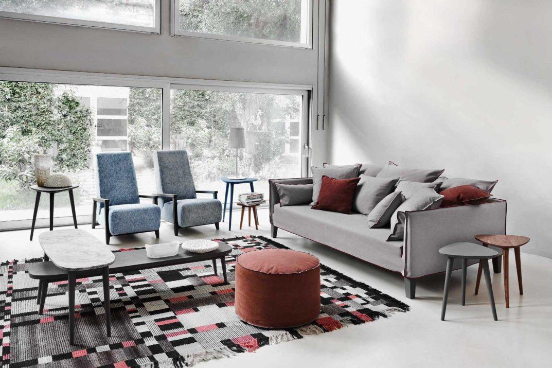 Gervasoni divano brick-up grigio con dettagli marsala.