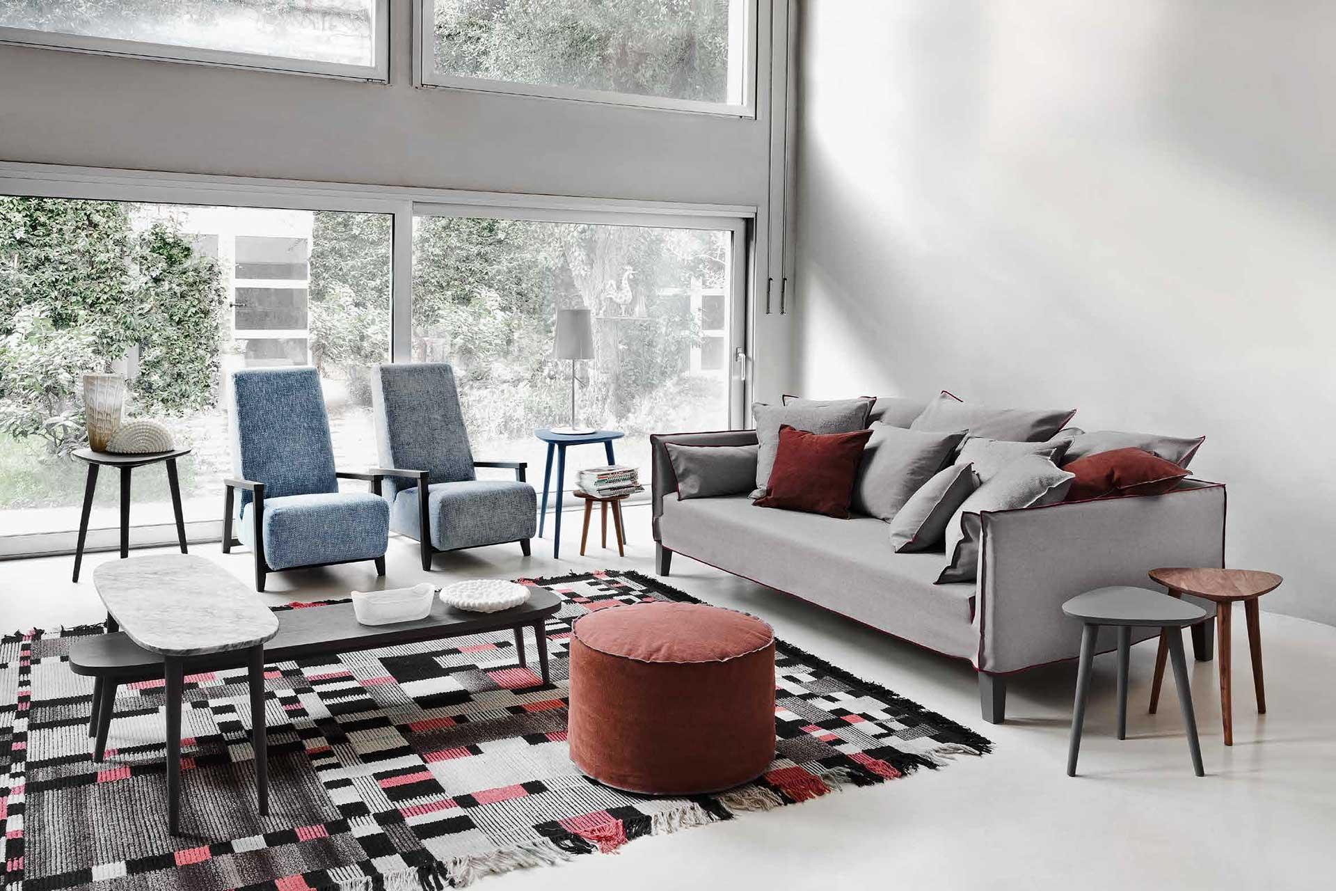 Divano grigio con quali cuscini lo ravvivo salotto - Divano grigio antracite ...