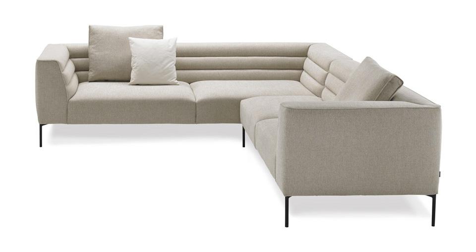 Botero di Zanotta divano bianco ad angolo.