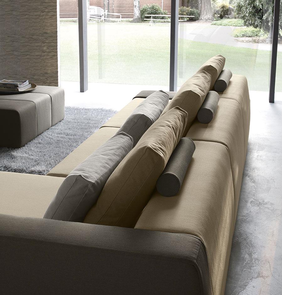 Accessori per divani: i poggiatesta regolabili.