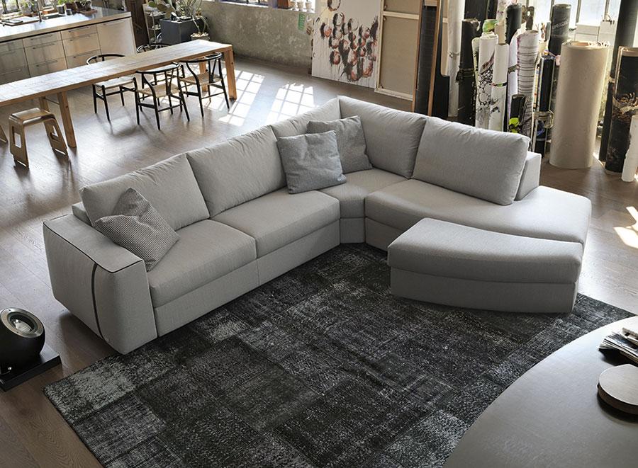 Accessori divani pouf sagomato.