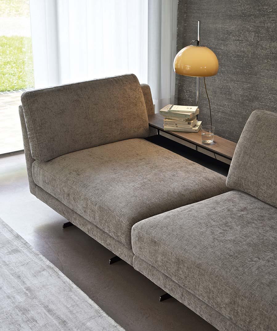Accessori per divani: tavolini retro schienale perfetto supporto com epiano di appoggio.