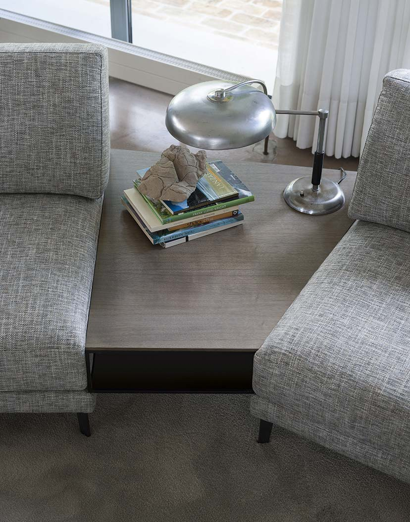Accessori per divano: i tavolini sagomati.