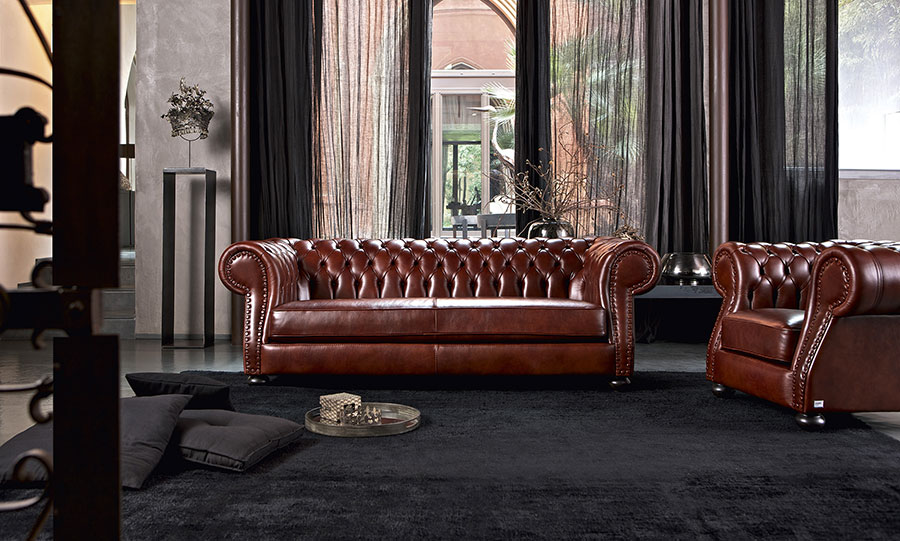 Arredare il soggiorno con un divano rosso.  SALOTTO PERFETTO