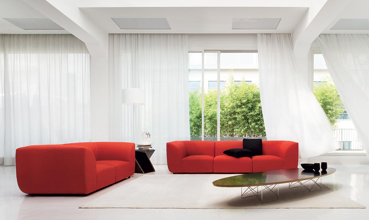 Arredare il soggiorno con un divano rosso salotto perfetto for Colori pareti salotto moderno