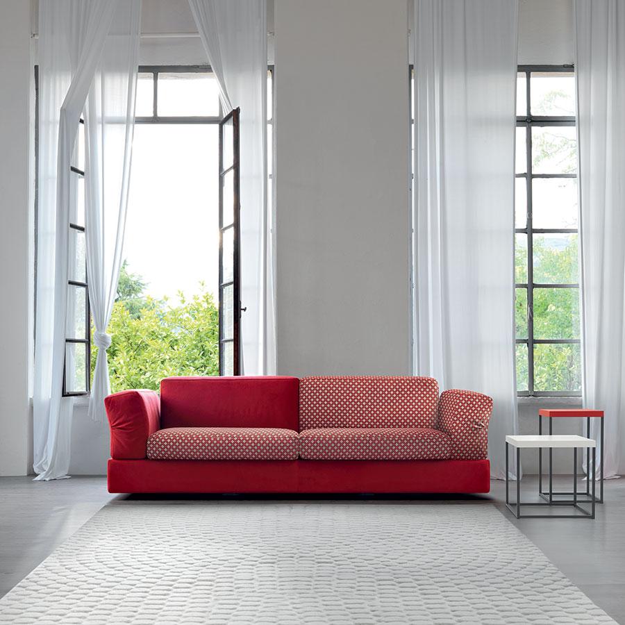 arredare il soggiorno con un divano rosso. | salotto perfetto - Parete Soggiorno Fucsia 2