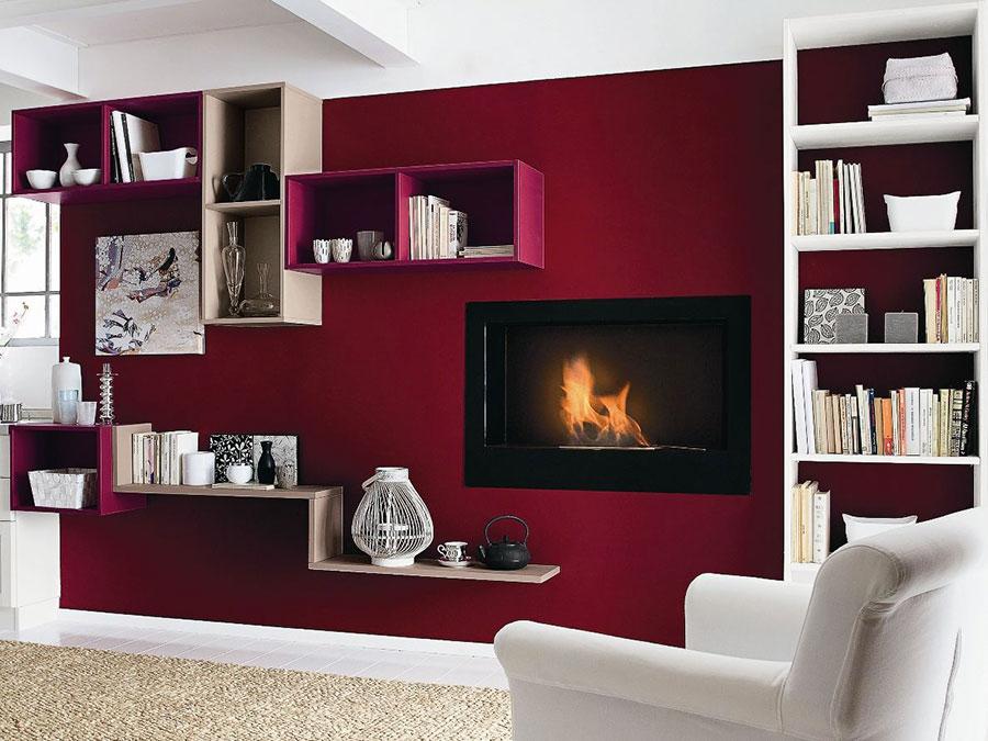 Usare il viola e il rosso per le pareti del soggiorno.  SALOTTO PERFETTO