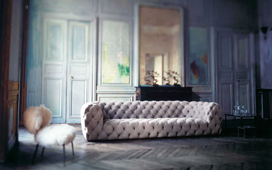 Arredo classico con divano Baxter chestermoon.