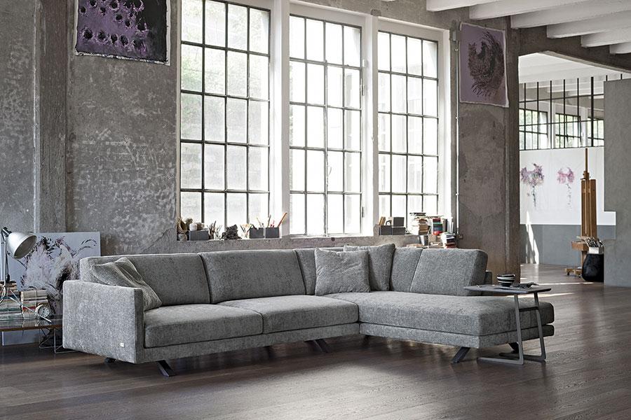 Tendenza arredo 2017 - divano in velluto doimo Salotti colore grigio.