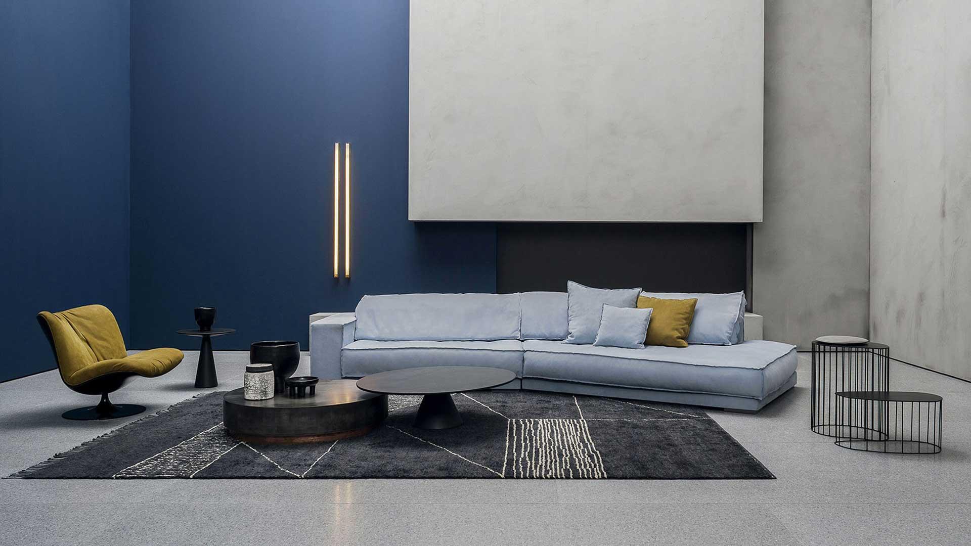 Soggiorno Con Divano Grigio Scuro guida colori pareti del salotto: le gradazioni del blu e azzurro