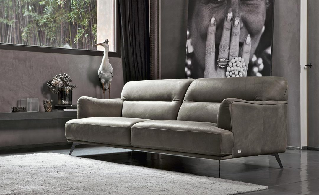 Sly - Doimo Salotti - divano in pura pelle di Nabuk.
