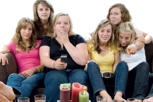 Divano e salute: a quale distanza guardare la tv?