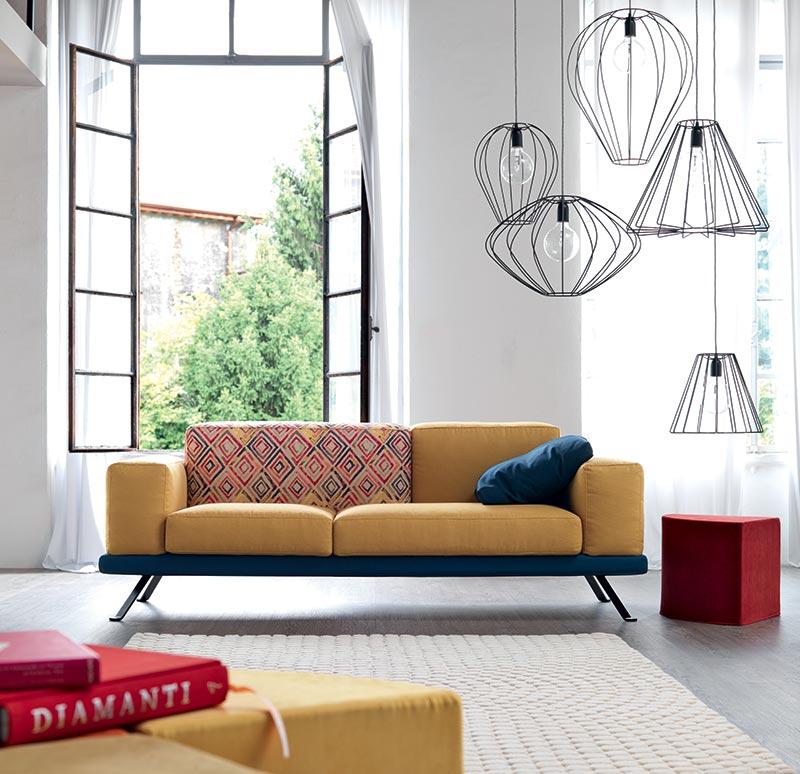 Under di doimo salotti è un divano colorato.