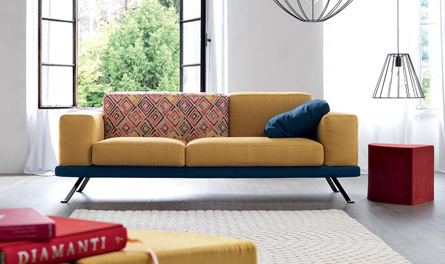arredare con un divano giallo under by Doimo Salotti.
