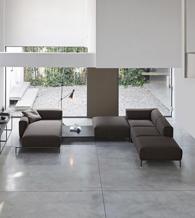 Arredare un ampio loft con un divano - composizione ad ancolo con chaise loungue.