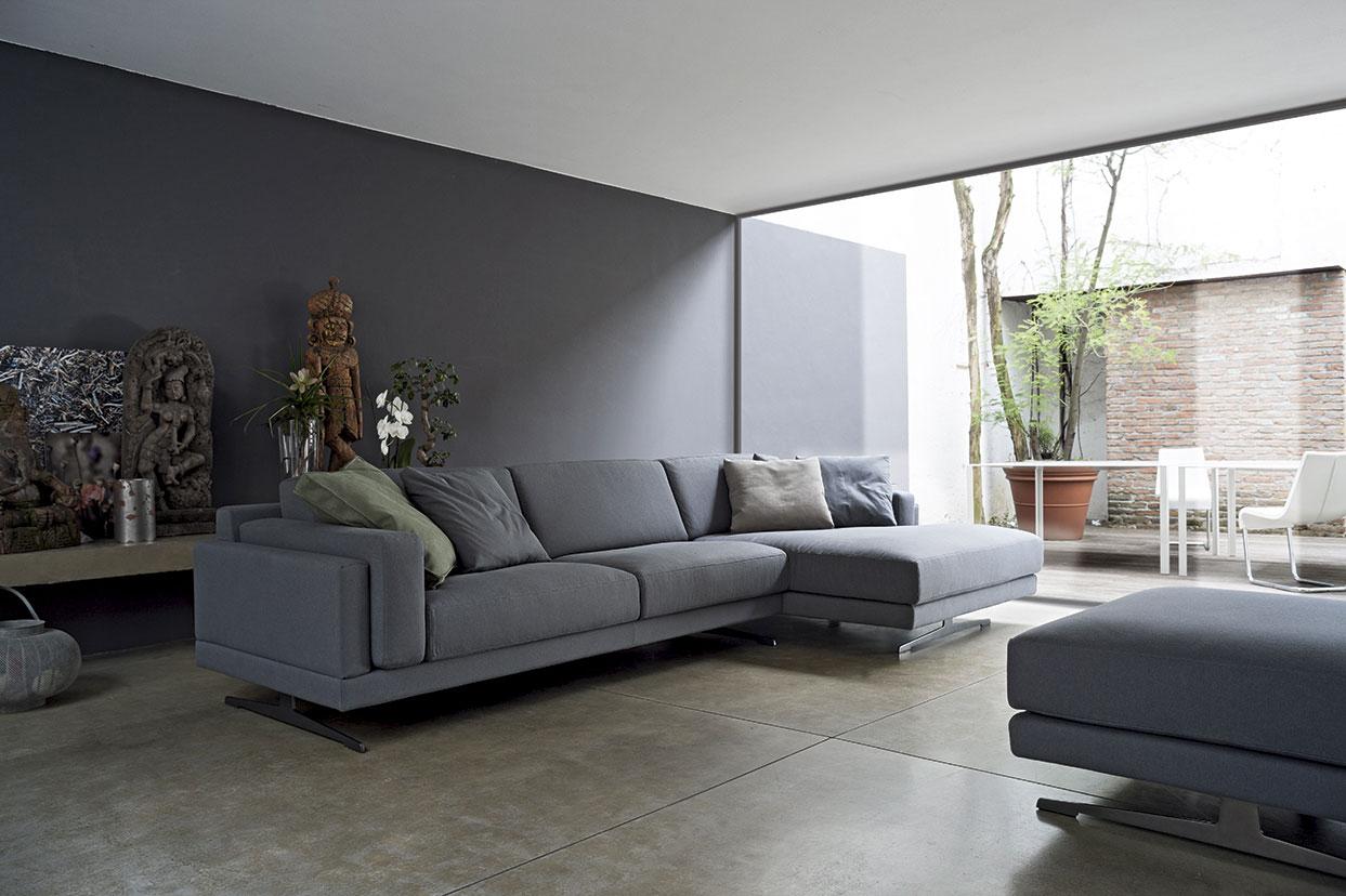 Arredare il soggiorno con il grigio salotto perfetto for Mobili per divani