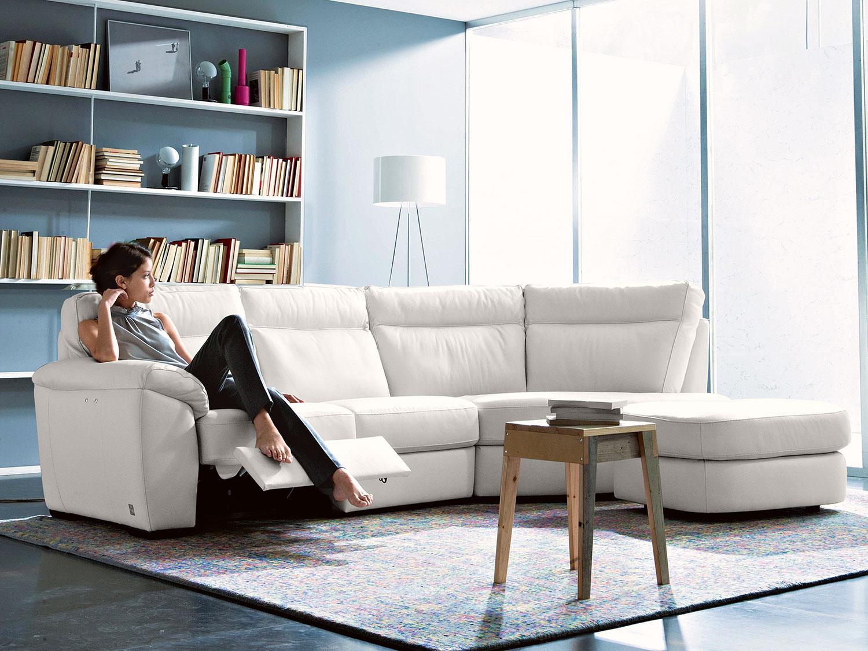 Idee salvaspazio divano angolare per piccoli spazi - Un divano per dodici ...