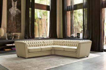Tra tradizione e modernità: il divano con lavorazione capitonné.