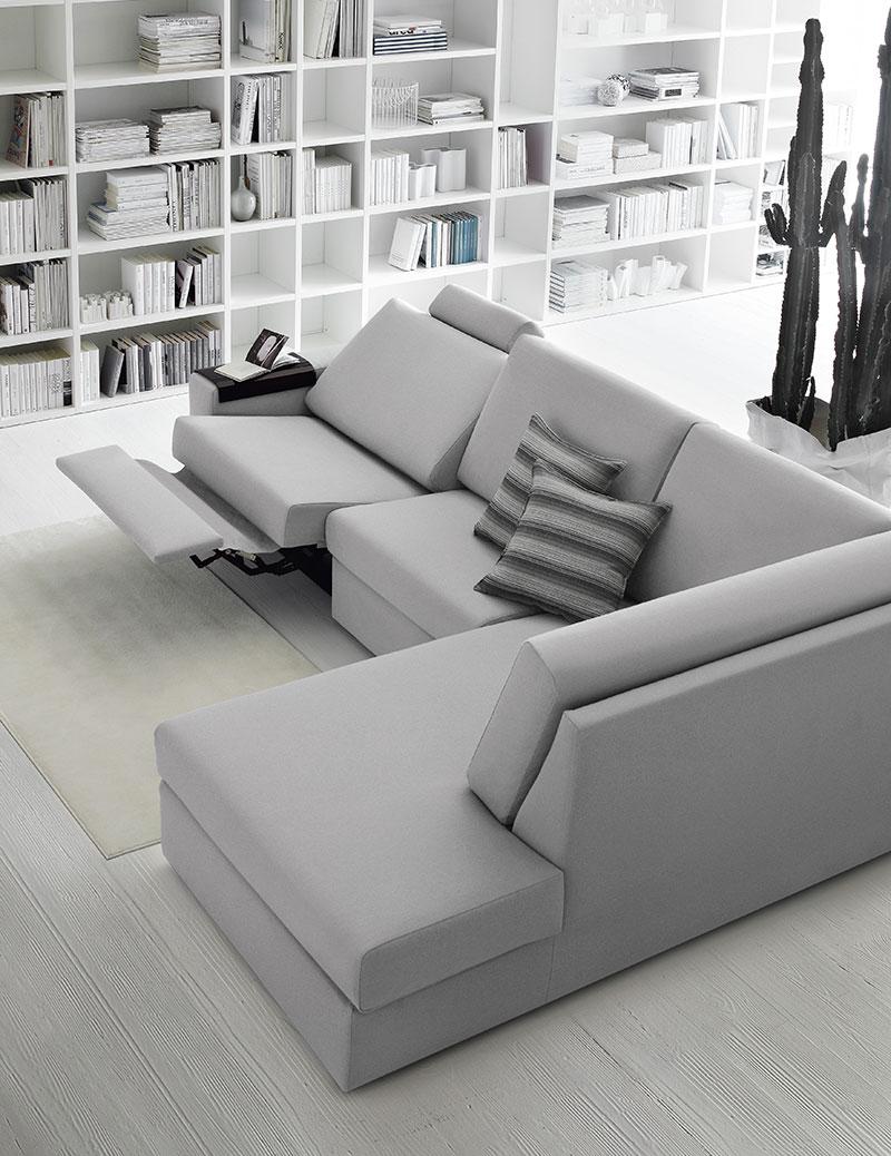 Idee salvaspazio, divano angolare per piccoli spazi.