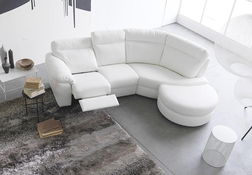 Divani in pelle con penisola finest divano in pelle con penisola e cuciture in tinta with - Copridivano angolare per divano in pelle ...