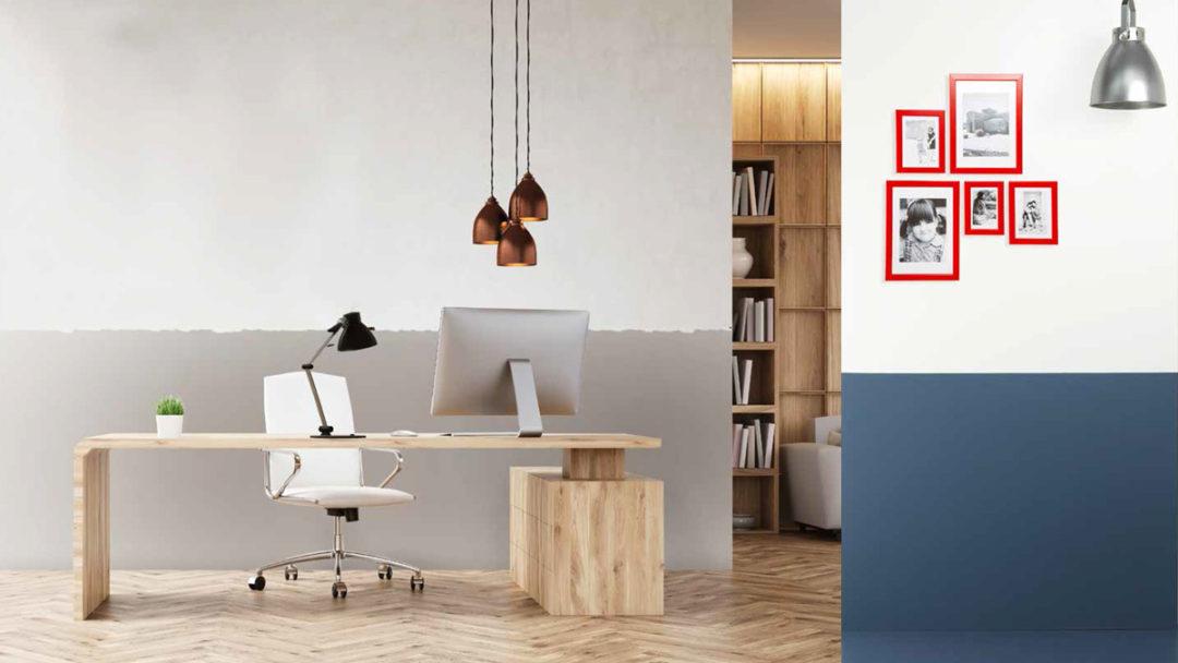Differenza tra righe orizzontali regolari e irregolari nella pittura parete.