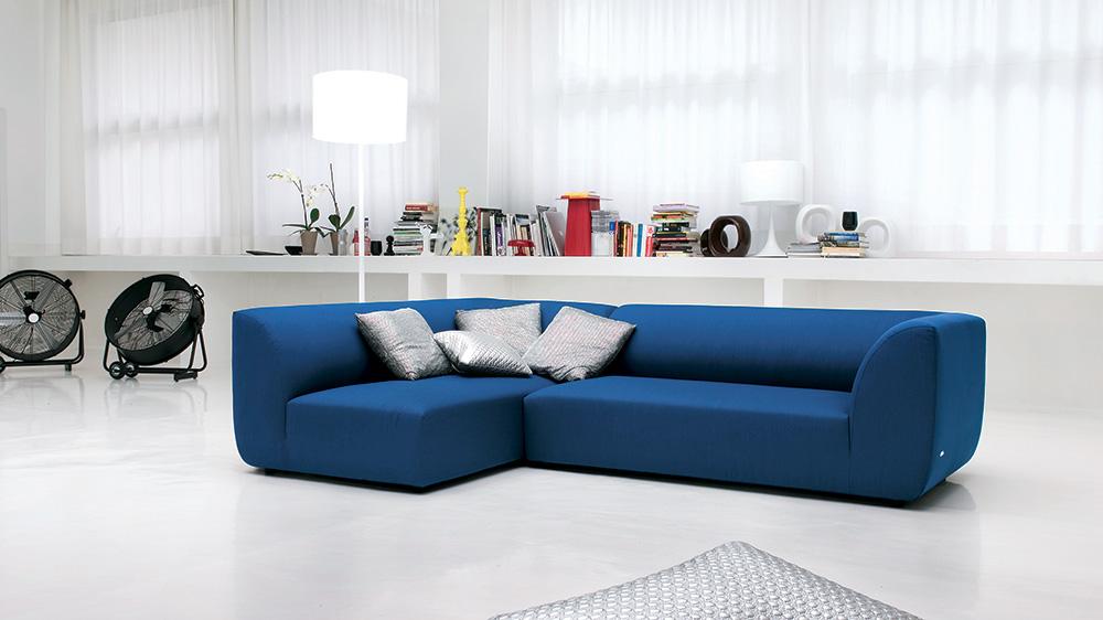Un divano blu come il mare per il tuo salotto perfetto - Divano verde petrolio ...