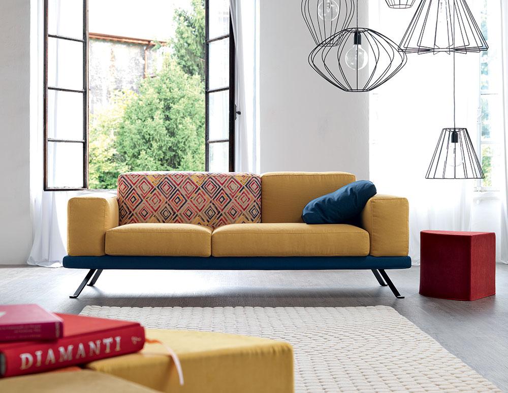 Doimo Under divano in fantasia colore giallo, blu e tessuto stile stampa Africana.