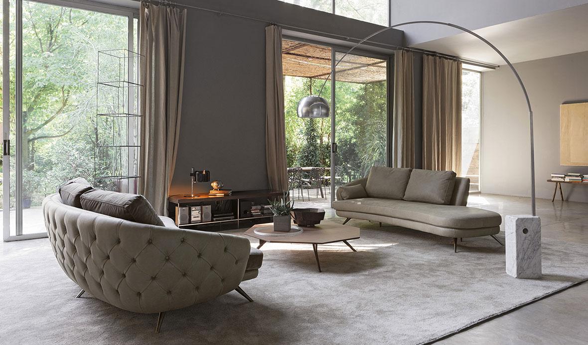 Anteprime divani al Salone del Mobile 2018: Doimo Salotti - Clark divano in pelle e tessuto.