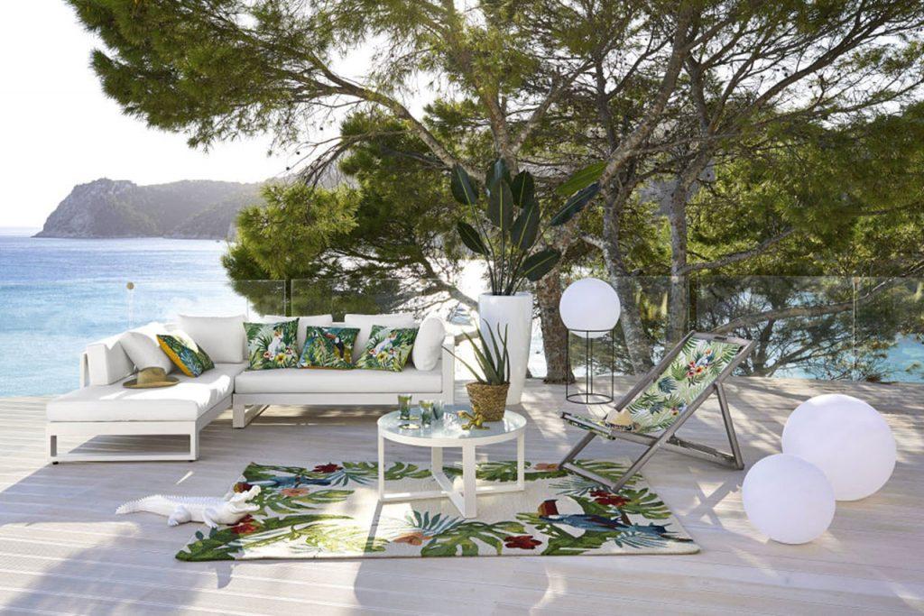 esterno bianco divano con cuscini