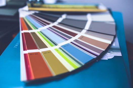 Abbinare i colori in casa: le regole per creare uno stile armonico e personalizzato
